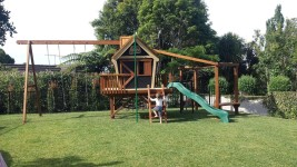 Custom Forts/Playhouses and Playgrounds: image 4 0f 4 thumb